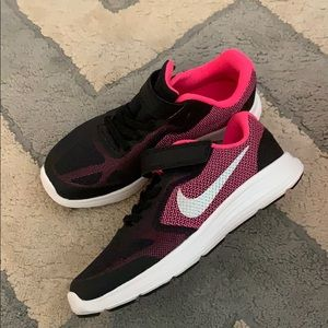 Nike Youth Revolution 3